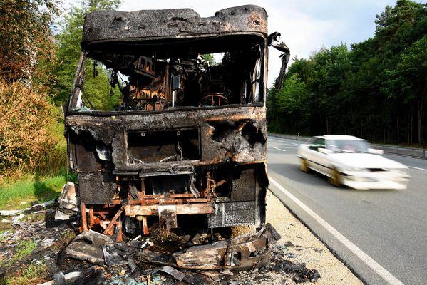 Wohnmobil nach Brand Bild 3