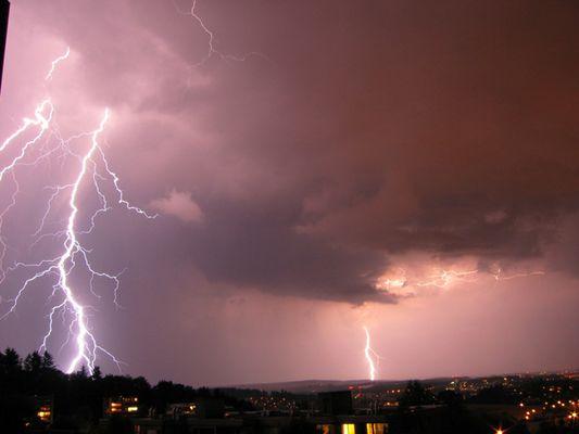 Wolke-Erde-Blitze