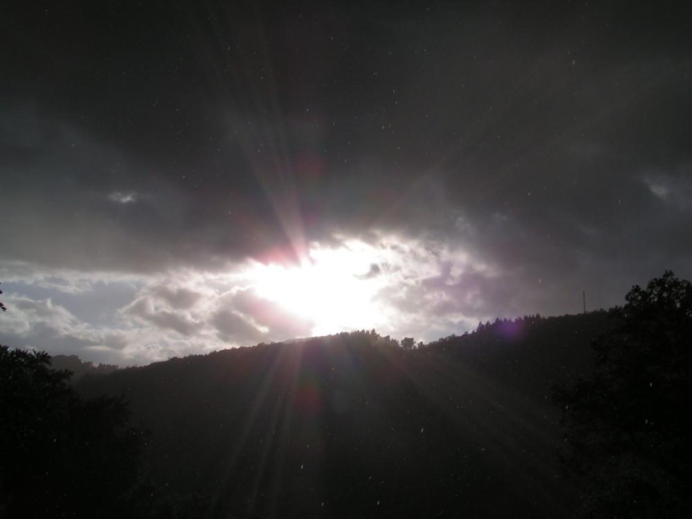 wolke zieht vor die sonne