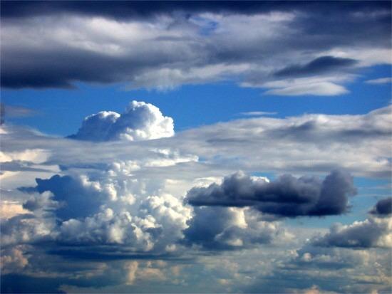 Wolken auf einem Berg