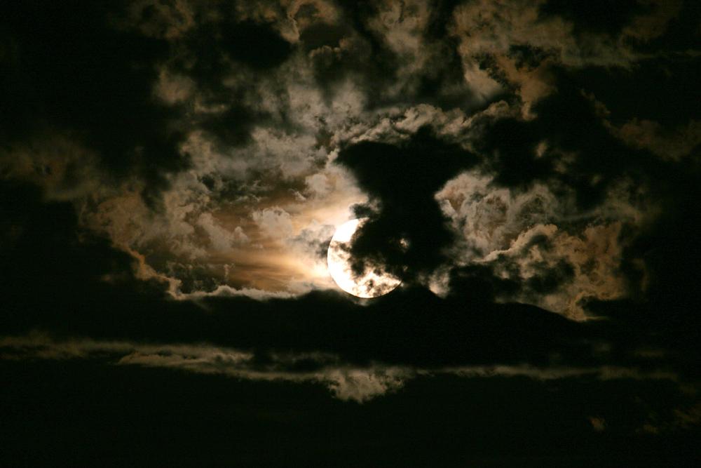 Wolken bei Vollmond -1-