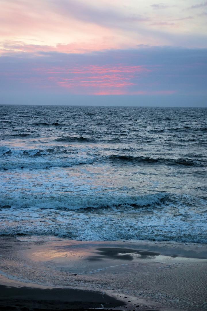 wolken-farbenspiele kurz nach sonnenuntergang