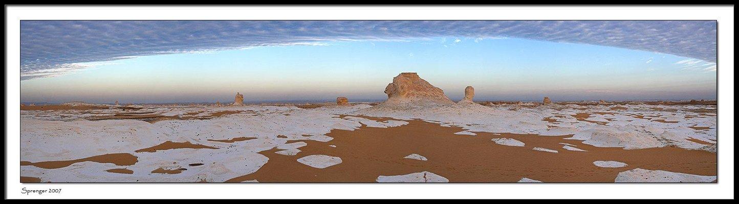 Wolken in der weissen Wüste