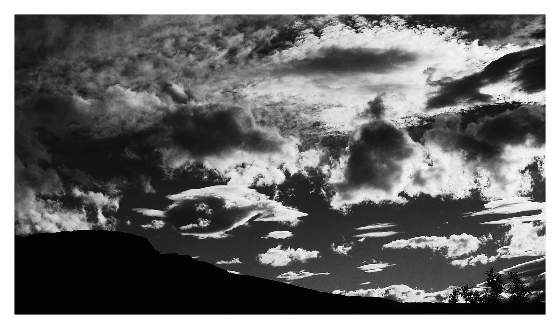 Wolken in s/w .