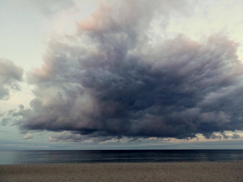 Wolken, Meer und Strand