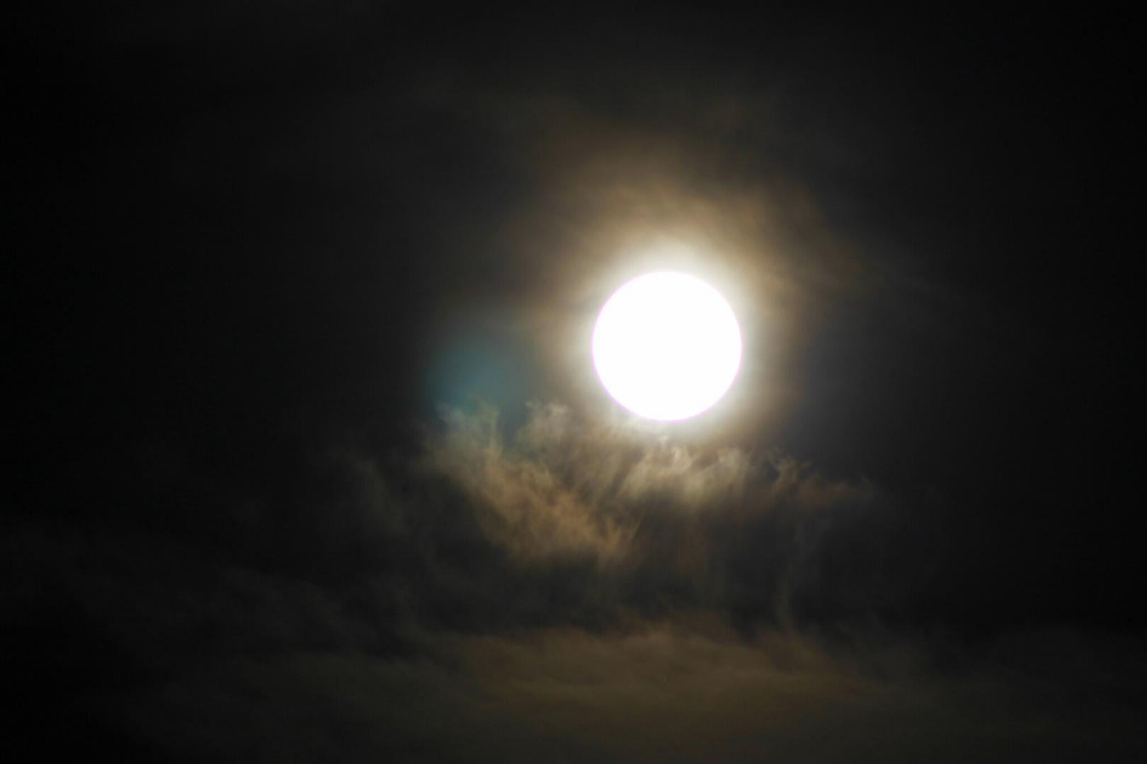 Wolken Mond