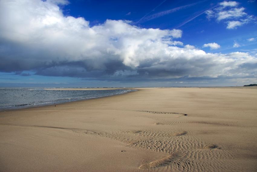 Wolken, Sand und Meer