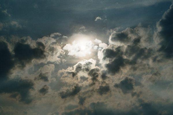 Wolken-Sonnenformation