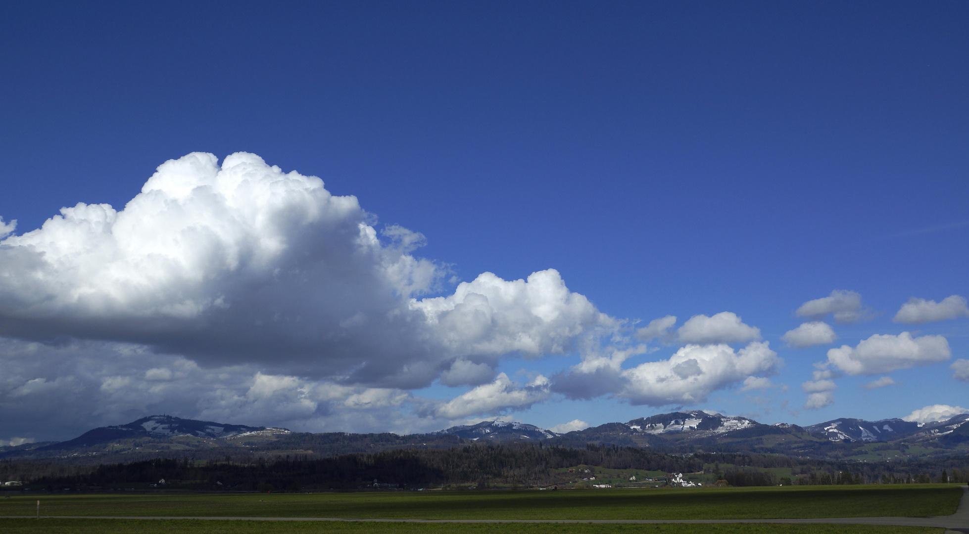 Wolken über dem Bachtel