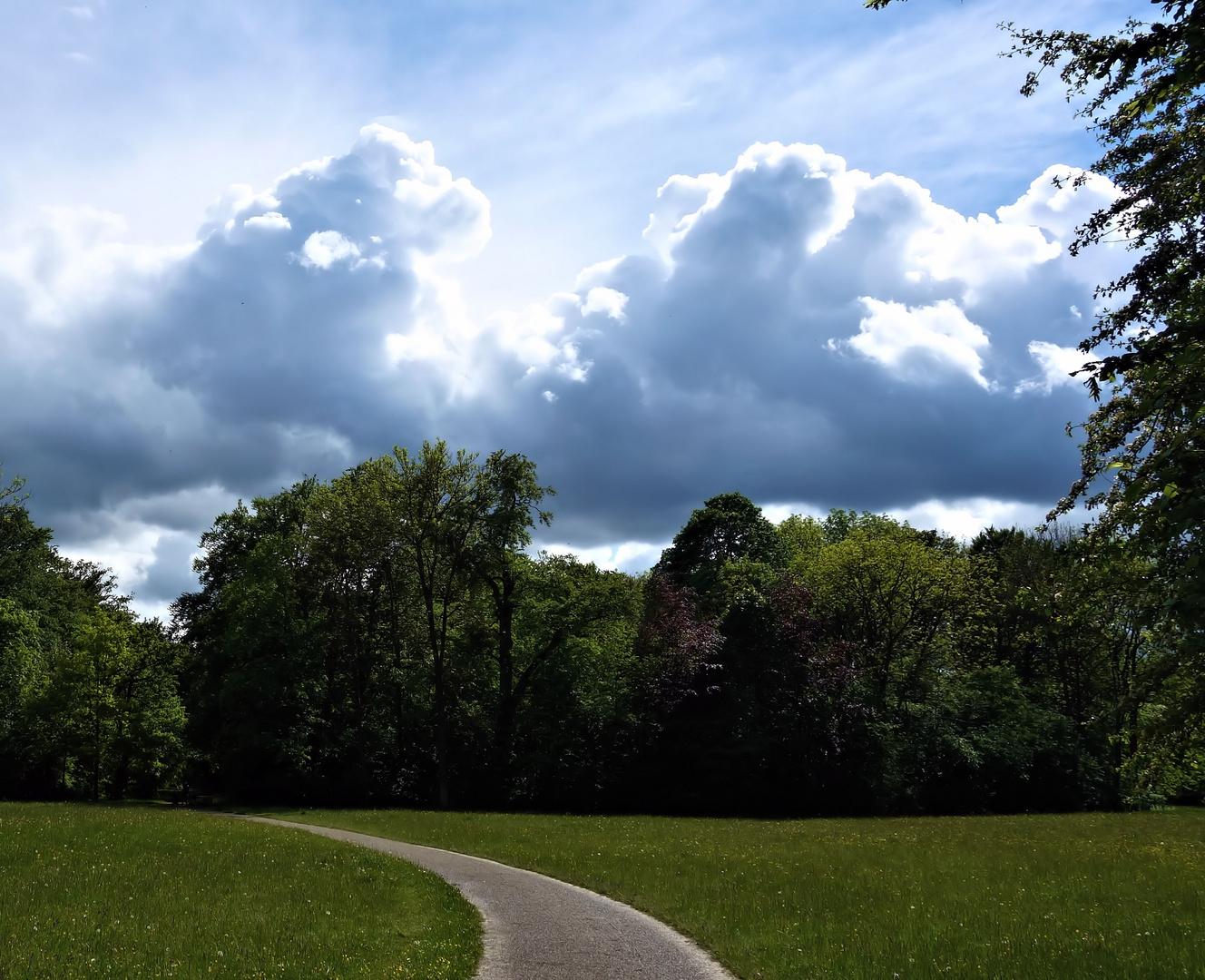 wolken über dem englischen garten