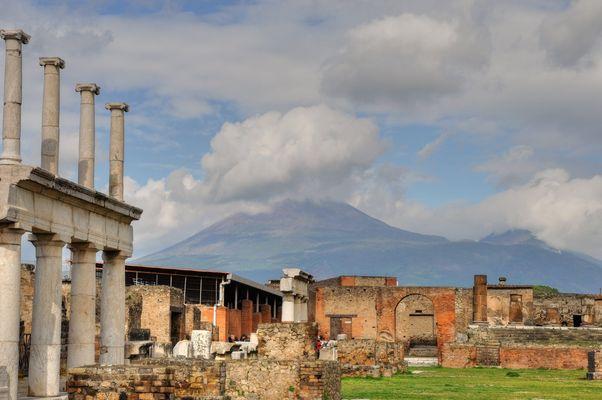 Wolken über dem Vesuv