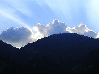 Wolken über den Bergen