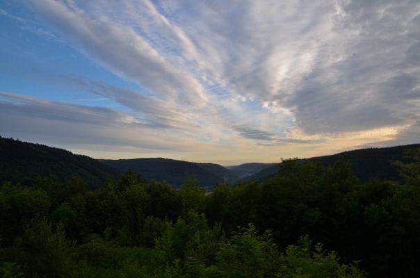 Wolken über den Wipfeln des Odenwalds