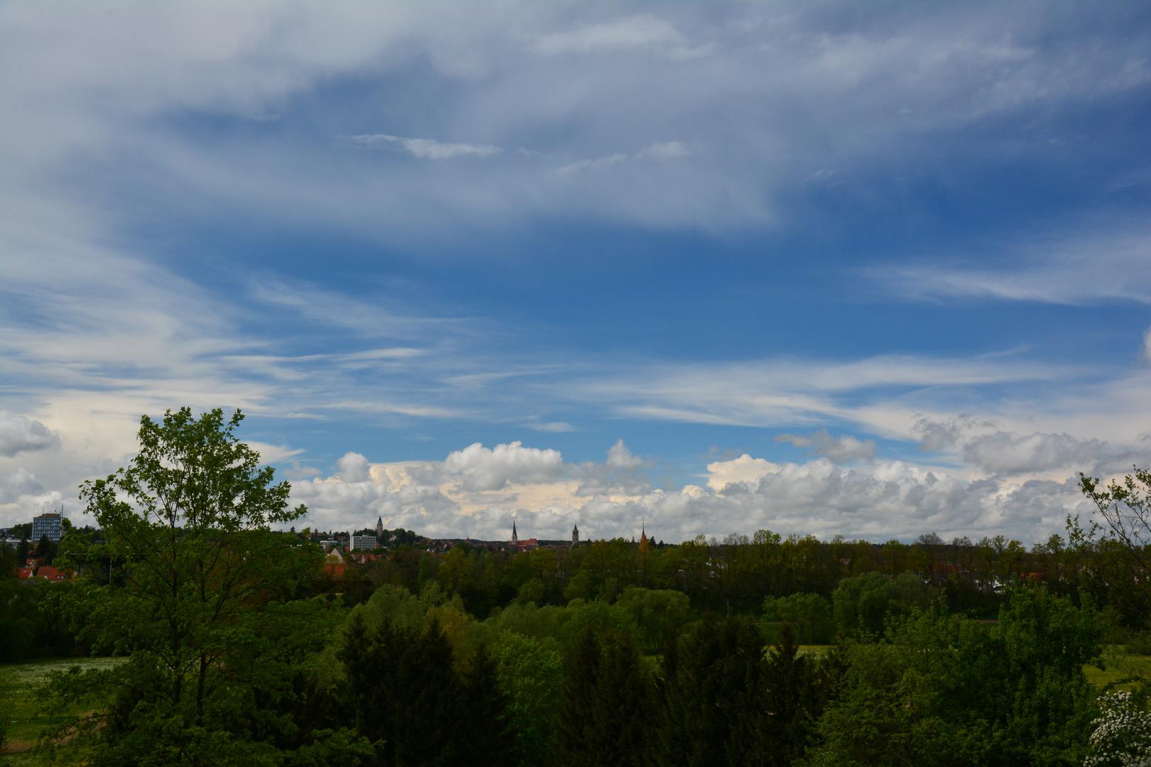Wolken über der Stadt ,Versunken in der Natur