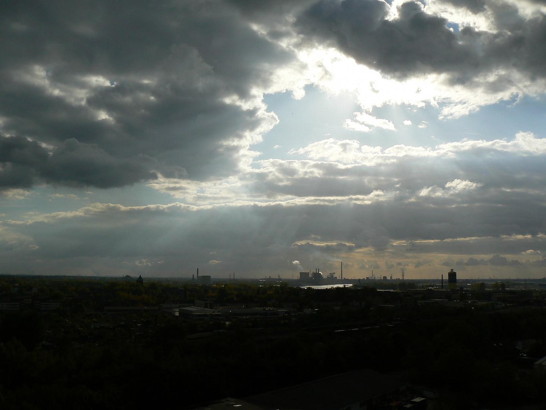 Wolken über Duisburg - Süd