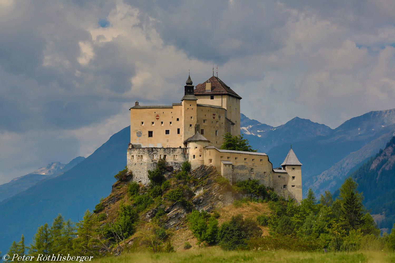 Wolken über Schloss Tarasp
