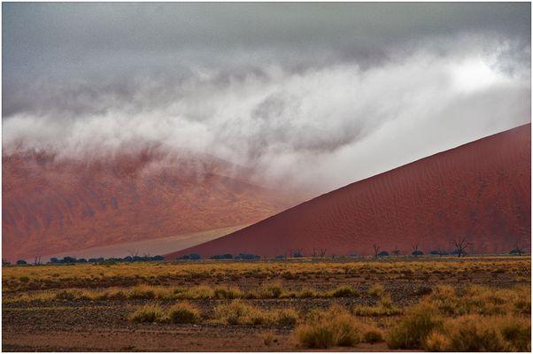 Wolken ueber Sossus Vlei 2 - Clouds over Sossus 2