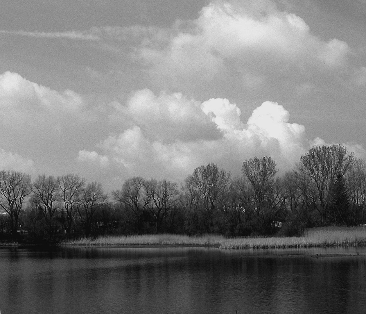 Wolken überm See