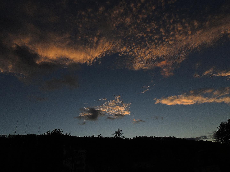 Wolken und der Abend