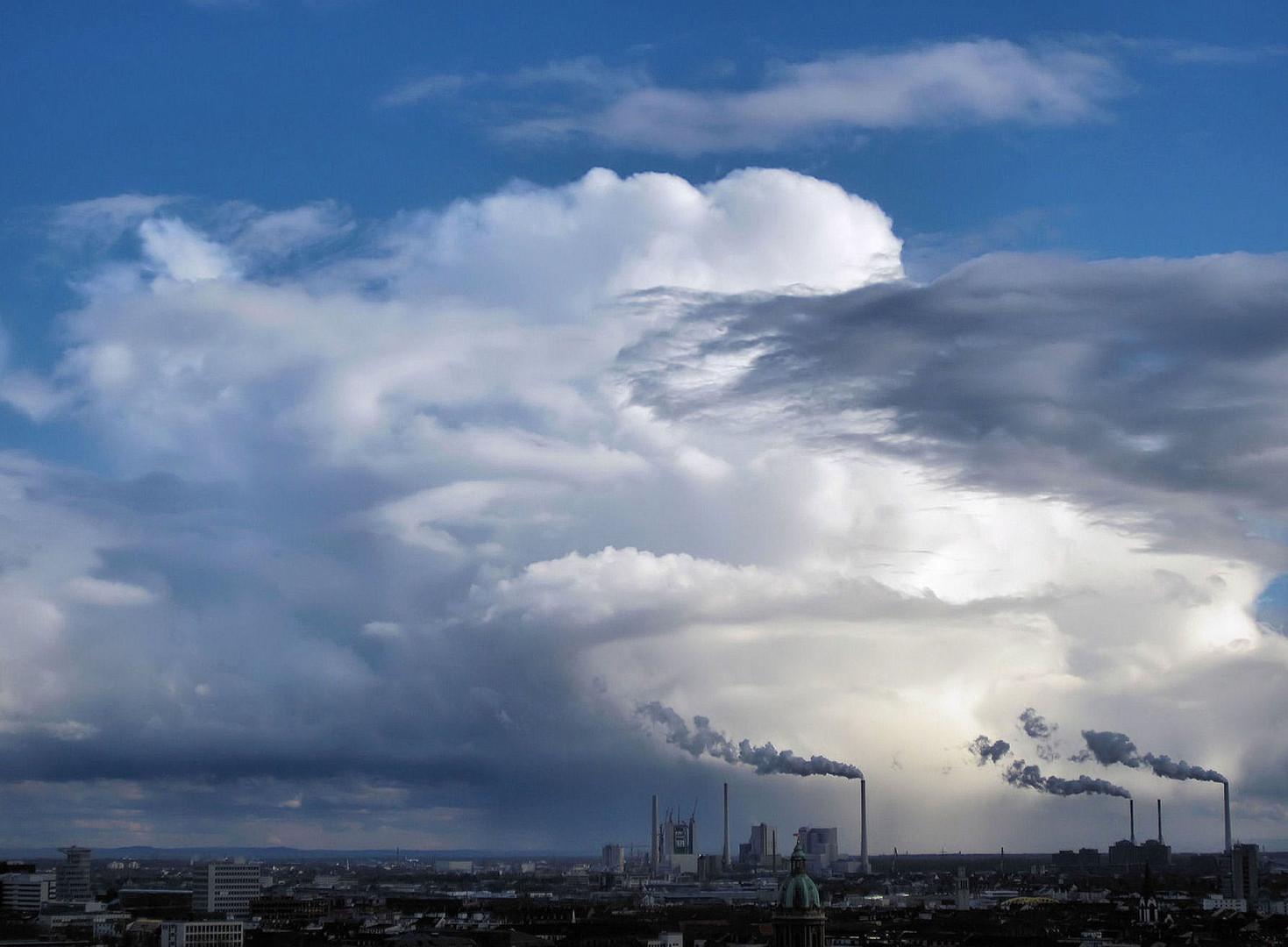 Wolken und Smog