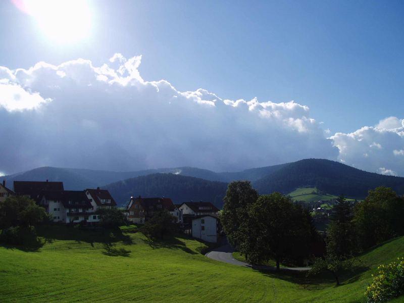 Wolken und Sonne. Wer gewinnt heute?