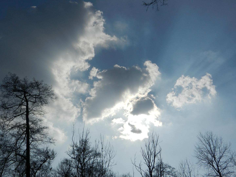 Wolken verdecken Nachmittagssonne