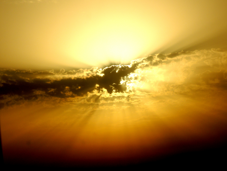 Wolken vor der Sonne aus der Luft fotografiert