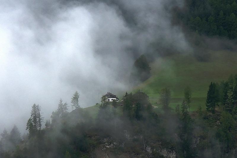 Wolken ziehen durchs Grödner Tal