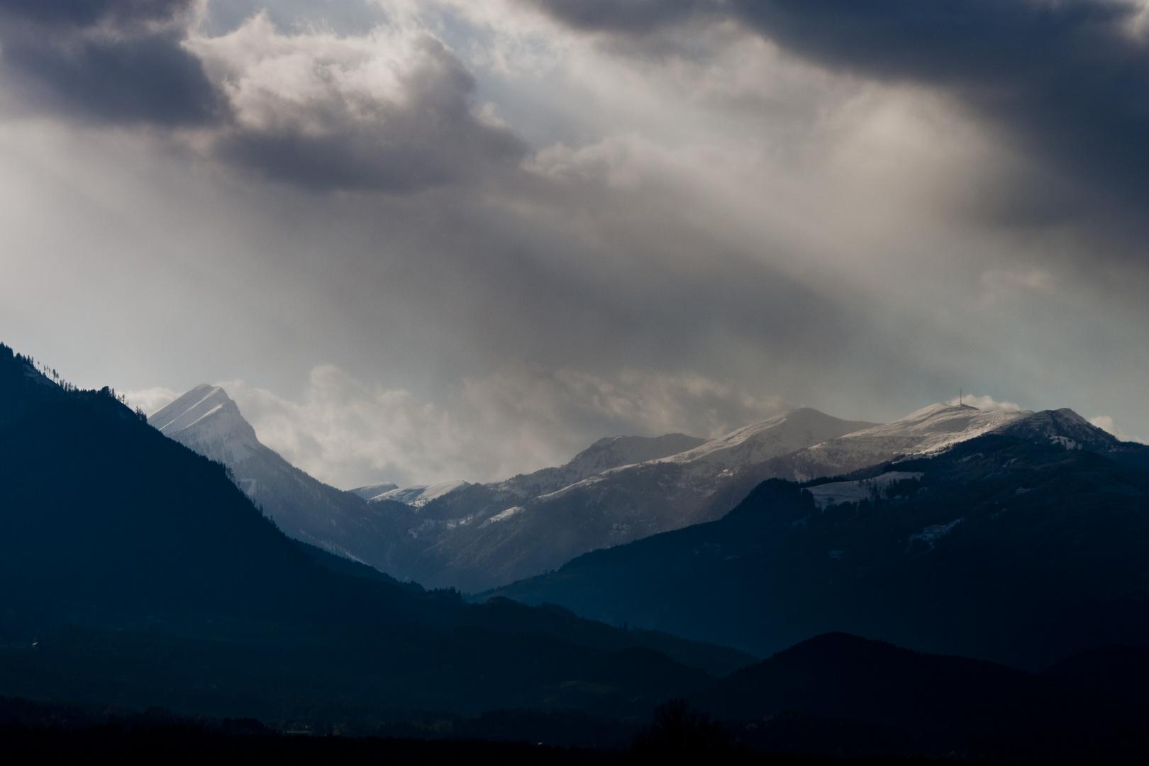 Wolkenereigniss über den Bergen