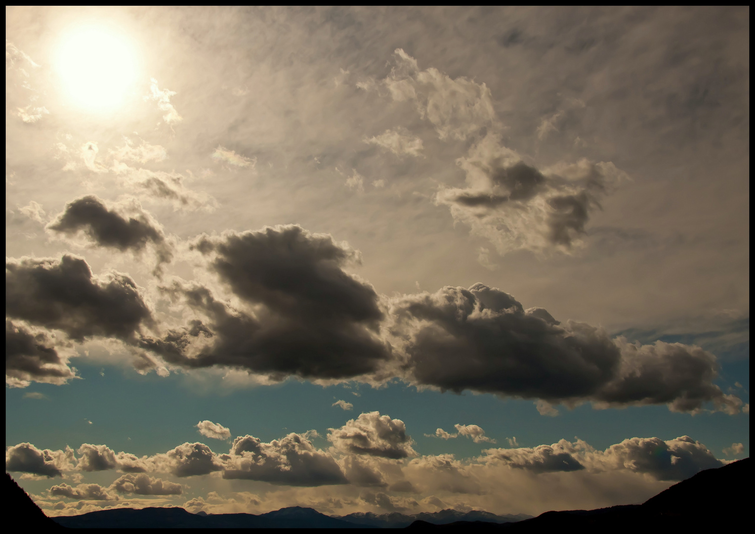 Wolkenformationen in den Alpen