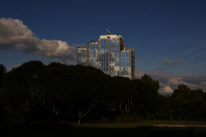 Wolkenhimmel auf Fasade