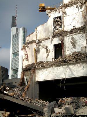 Wolkenkratzer aus Ruinen