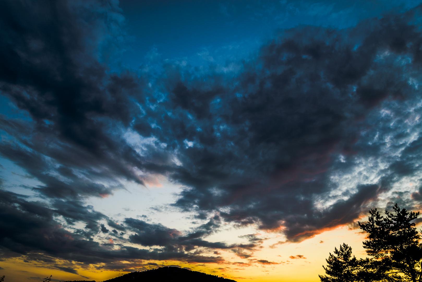 Wolkenloch bei Sonnenuntergang