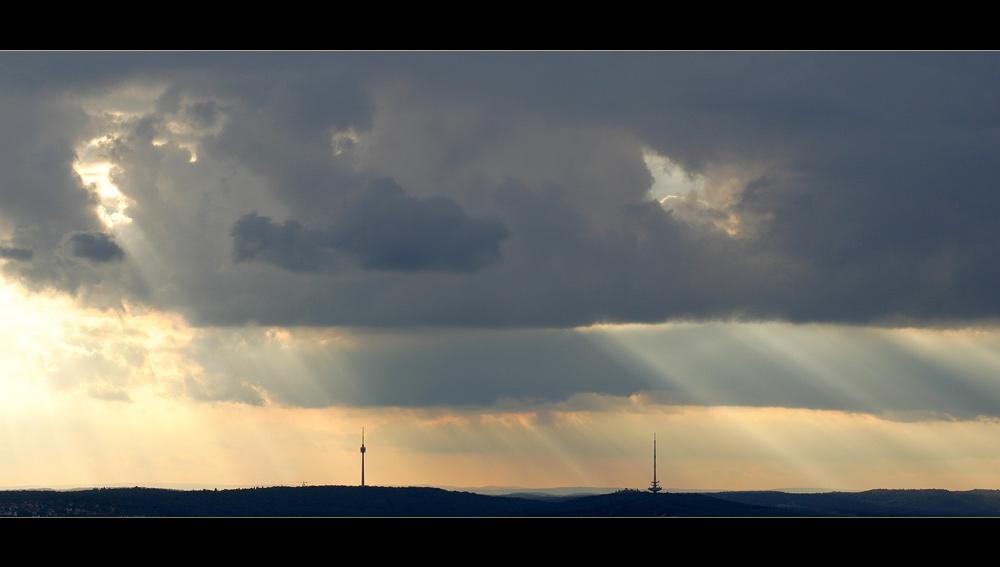 Wolkenritze und Lichtstreifen ...