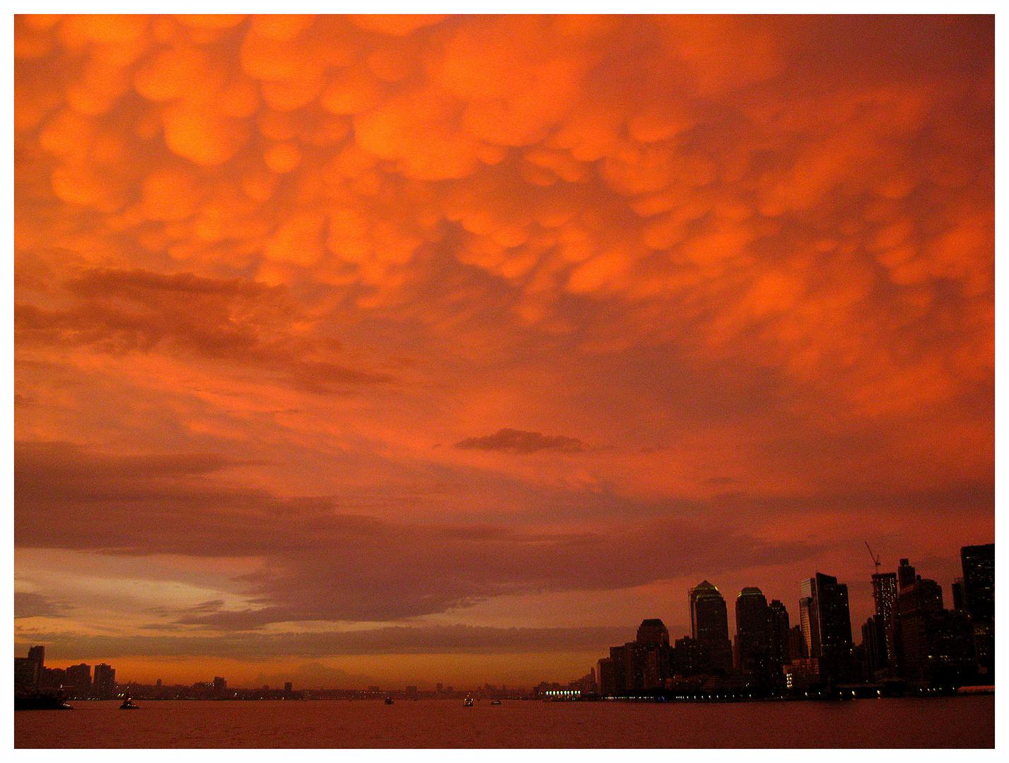 """""""Wolkenschauspiel über NewYork City"""""""