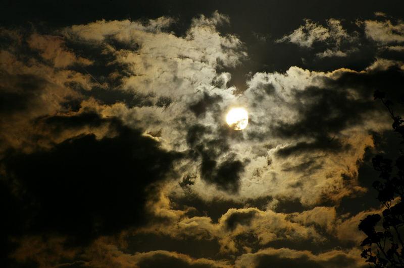 Wolkenspiel bei untergehender Sonne
