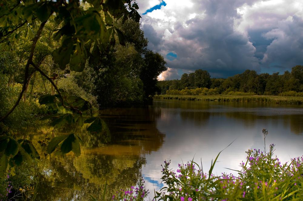 Wolkenstimmung bei Schloss Gottdorf in Schleswig