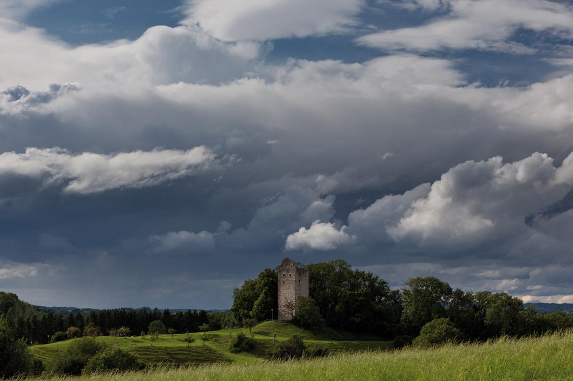 Wolkenstimmung über Burgruine