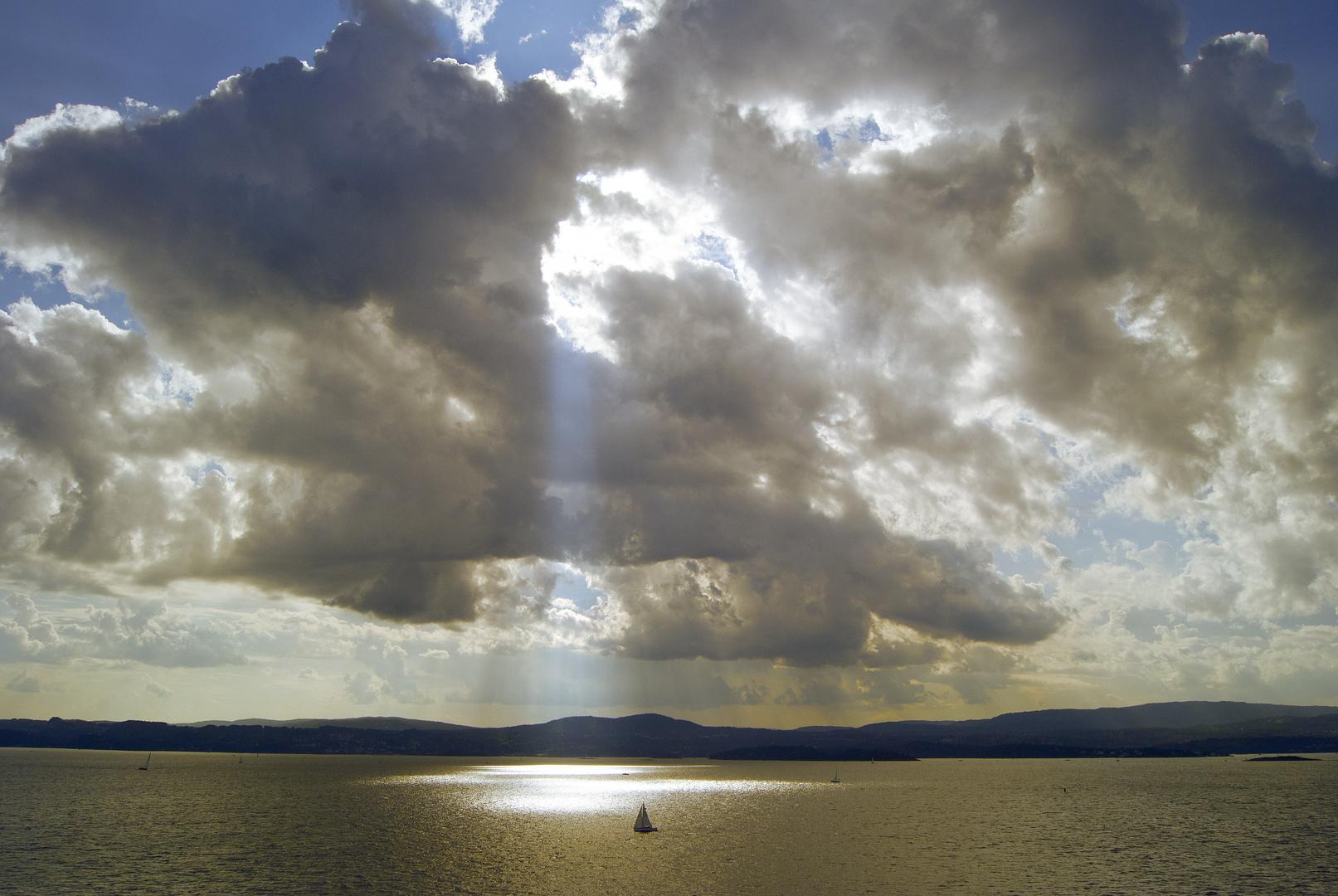 Wolkentürme über dem Oslofjord.