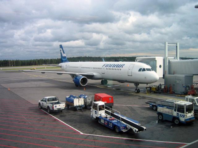 Wolkenverhangener Himmel nach der Landung in Helsinki