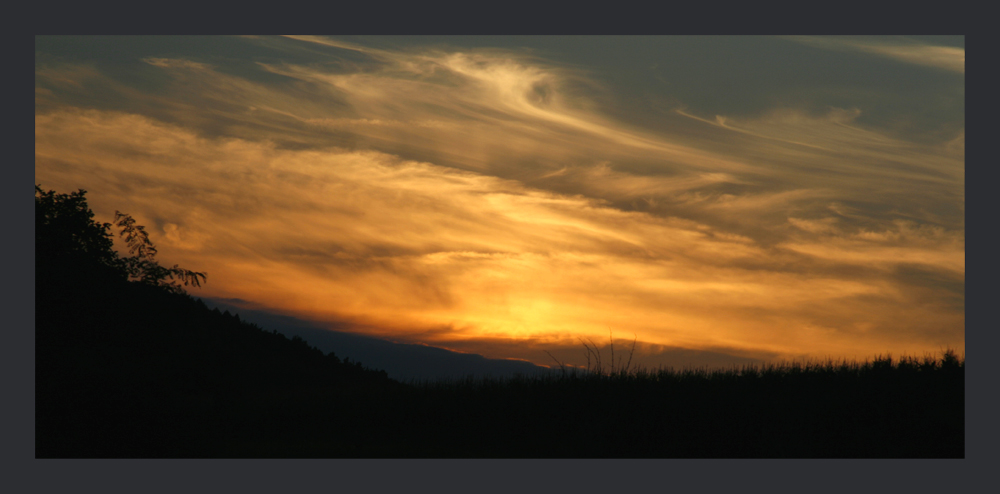 Wolkenwirbel im Sonnenuntergang