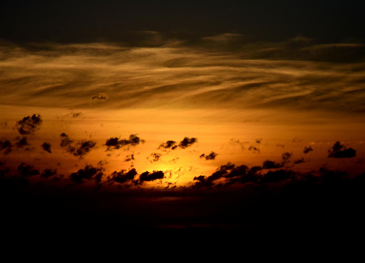 Wolkiger Sonnenuntergang