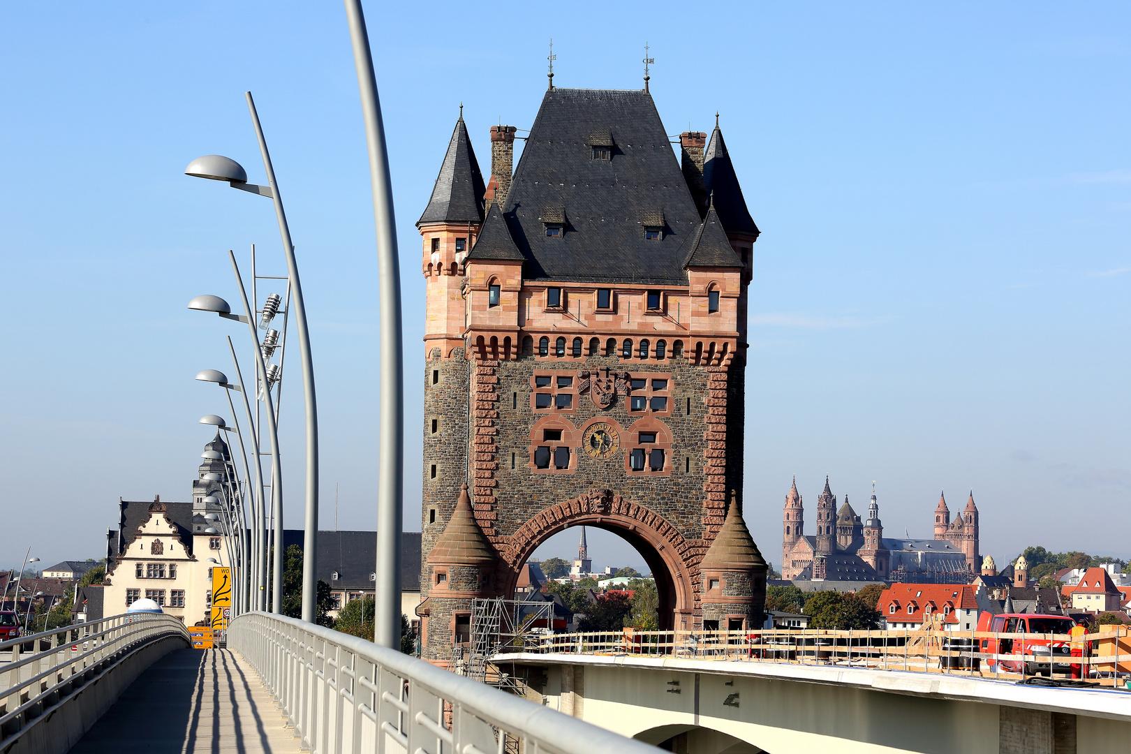 Worms - Neue Rheinbrücke auf dem Weg nach Worms (II)