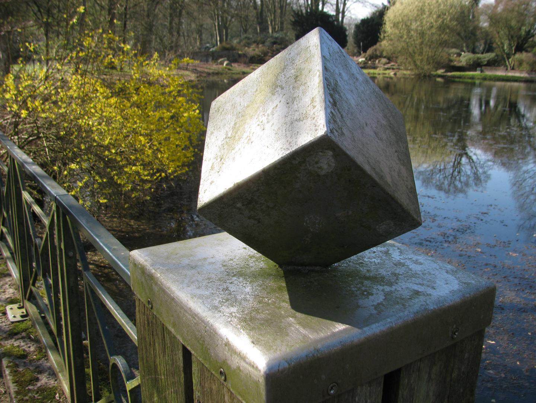 Würfel im Park