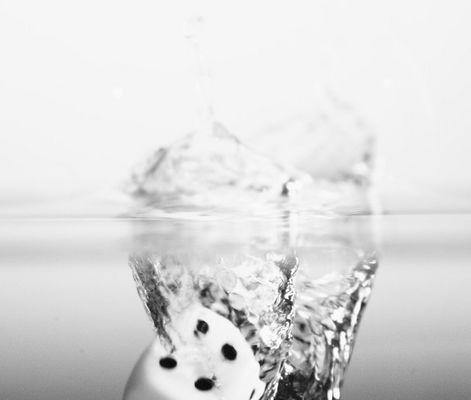 Würfel ins Wasser