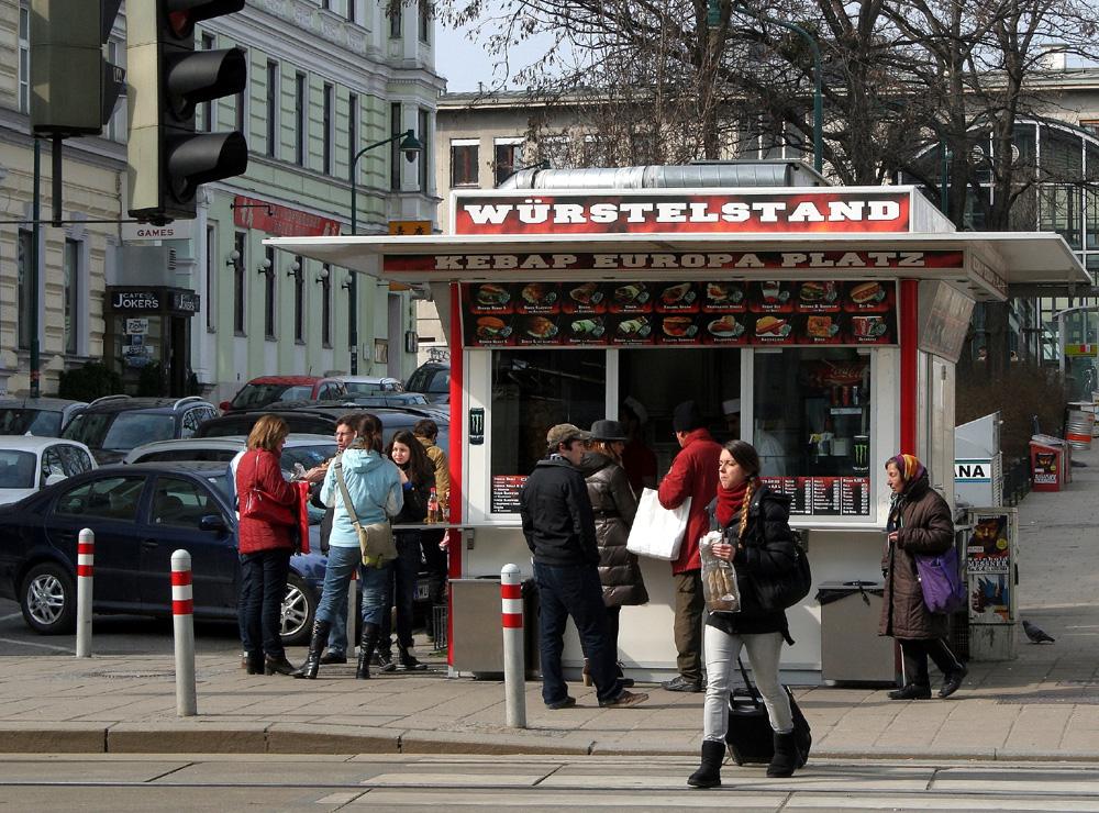 Würstelstand beim Westbahnhof
