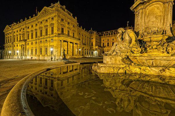 Würzburg - Brunnen an der Residenz