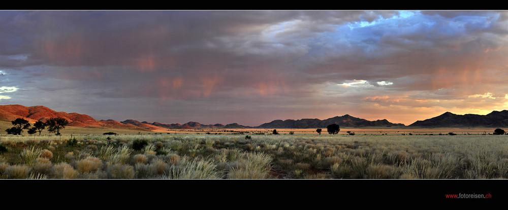 Wüste Namib bevor es dunkel wird