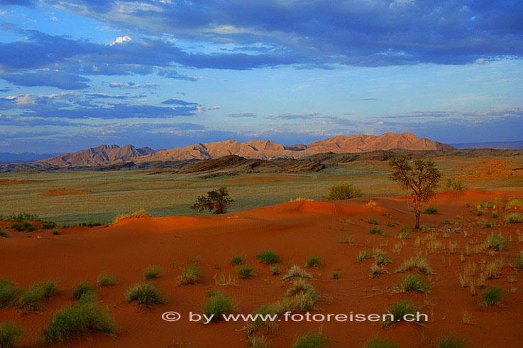 Wüste Namib mit Bergen