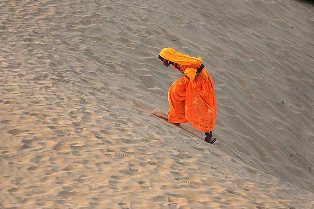 Wüste Thar in Rajasthan, nahe der Grenze zu Pakistan. - Abends in den Dünen.